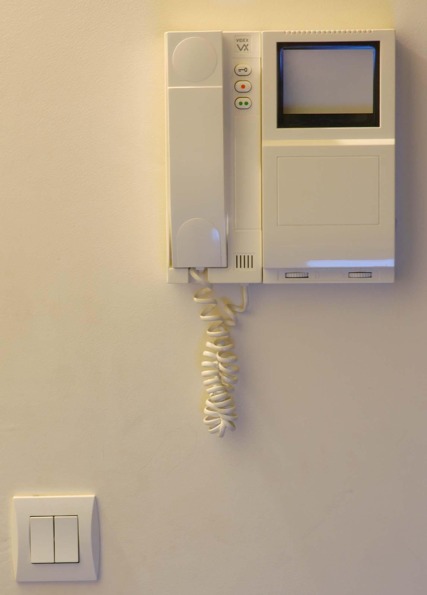 Videocitofono privato su parete condominiale iclouvell for Videocitofono condominiale